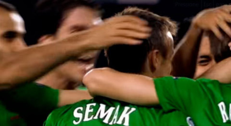 O Rubin Kazan, da Rússia, surpreendeu e superou o grande time do Barcelona - com Iniesta, Xavi e Messi sob o comando de Guardiola - na terceira rodada.