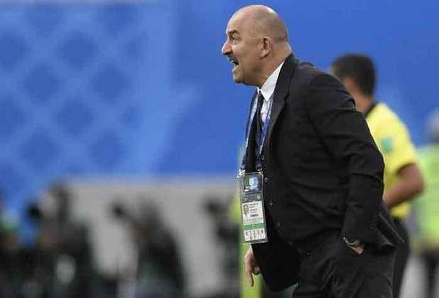 O russo Stanislav Cherchesov comandou a seleção da Rússia na última Copa do Mundo, e chegou até as quartas de final, eliminando a Espanha. A esperança dos russos é de repetir a boa campanha
