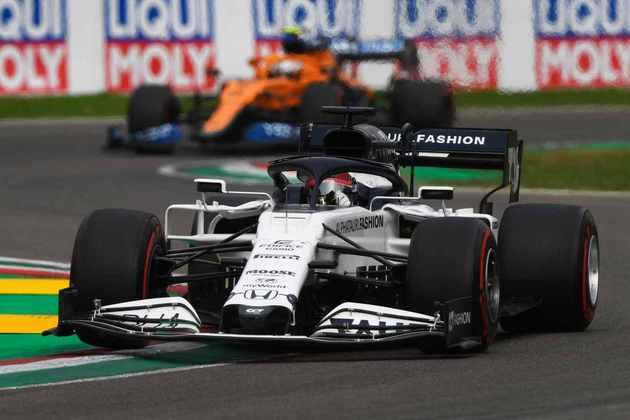 O russo tentou passar Daniel Ricciardo nas voltas finais, mas não conseguiu uma boa oportunidade