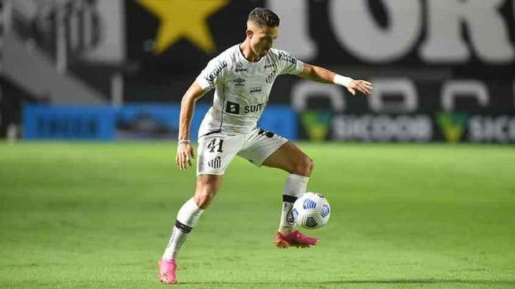 O Santos conquistou seus primeiros pontos no Brasileirão 2021 ao derrotar o Ceará por 3 a 1, na Vila Belmiro. O grande destaque do Peixe foi Jean Mota, que fez um golaço e participou de todas as instâncias do jogo (notas por Diário do Peixe)
