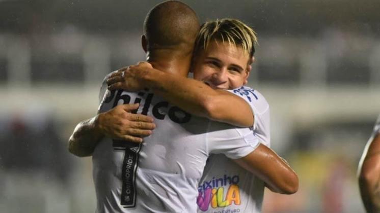 """O Santos não precisou de muito esforço para bater o Botafogo-SP em casa por 2 a 0. O time jogou """"para o gasto"""", mas teve o retorno de Soteldo, que ficou de fora dos quatro primeiros jogos do ano por estar com a Seleção Venezuelana no Torneio Pré-Olímpico. O baixinho ditou o ritmo da partida."""