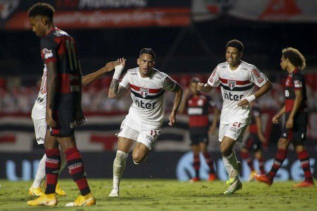 O São Paulo enfrenta o Flamengo neste domingo, às 16h, no Maracanã, em busca de manter a sequência de nove partidas sem derrota para o clube carioca. Em nove jogos, foram seis vitórias e três empates. Relembre essa sequência invicta na galeria.