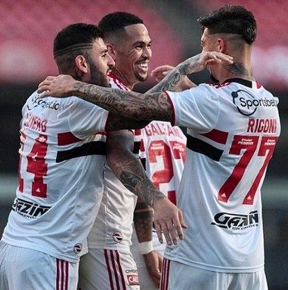 O São Paulo enfrentou o Atlético-GO, no Morumbi, pelo Brasileirão, e venceu por 2 a 1. Com a vitória, a equipe paulista se afasta do Z4, chega aos 24 pontos e alcança, por enquanto, o 12º lugar na tabela. Confira as notas do São Paulo no LANCE! (Por Rafael Oliva)