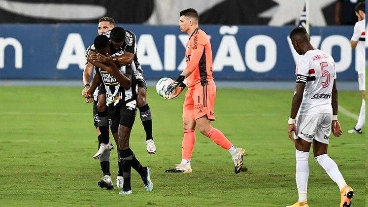 O São Paulo foi ao Rio de Janeiro buscando garantir-se no G4 do Brasileirão contra o já rebaixado Botafogo, no Nilton Santos, em partida válida pela 37ª rodada do Brasileirão. O time da casa, entretanto, dominou e controlou a partida. Em uma atuação horrível, o Tricolor foi ineficiente do ataque, improdutivo e extremamente desorganizado na defesa. Uma atuação para o torcedor são-paulino esquecer, que acabou com uma vitória do Botafogo, por 1 a 0.