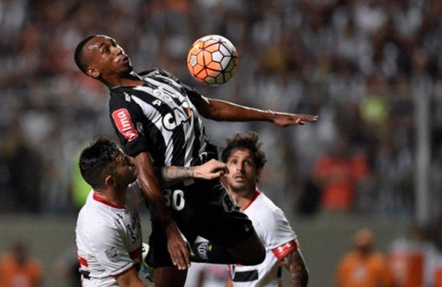 O São Paulo passou para a semifinal da Libertadores de 2016 após eliminar o Atlético-MG, nas quartas, devido ao critério do gol fora de casa. O Tricolor venceu por 1 a 0 em casa e perdeu por 2 a 1 jogando na casa do Galo.