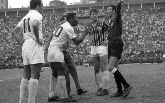 O São Paulo também não conseguiu parar Pelé em muitos momentos. Foram 31 gols marcados pelo craque