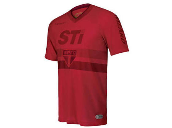O São Paulo tentou inovar ao lançar uma camisa totalmente vermelha, mas a ideia não deu muito certo. A camisa ficou parecendo que estava manchada de sangue e foi pouco utilizada.