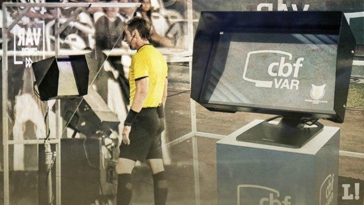 O São Paulo vem juntando polêmicas com o árbitro de vídeo nesta temporada. Em ao menos quatro ocasiões o Tricolor teve alguma queixa relacionada a lances sobre o VAR. A última delas aconteceu na quarta-feira no empate diante do Ceará. Veja os 'embaraços' do Tricolor