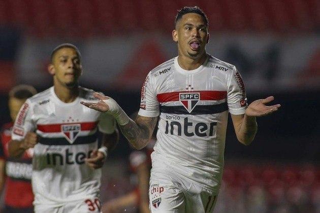 O São Paulo venceu o Flamengo por 3 a 0, no Morumbi, na noite desta quarta-feira, e se classificou às semifinais da Copa do Brasil. Luciano, com dois gols marcados, foi o destaque da equipe. Veja as notas dos jogadores são-paulinos no LANCE!. (Por Gabriel Santos)