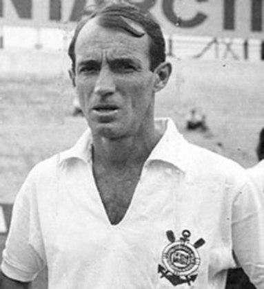 O segundo lugar é de Luizinho, que tinha o apelido de Pequeno Polegar devido a sua baixa estatura e velocidade em campo. Luizinho anotou 175 gols em 606 partidas disputadas.