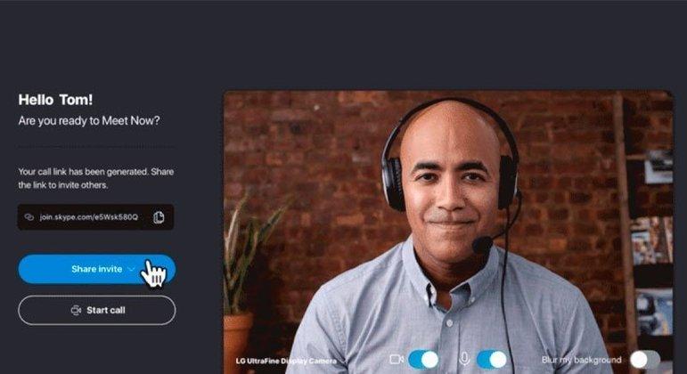 O Skype é um dos mais antigos e famosos aplicativos de chamada de vídeo, que permite conversas por texto tanto individuais quanto em grupo.