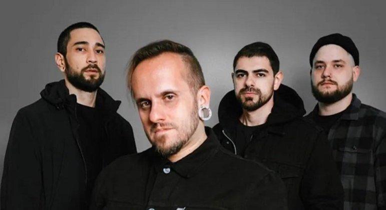 O som pesado misturado com a ligação das canções com o cotidiano das pessoas colocaram o Gloria entre as principais bandas de rock do país.