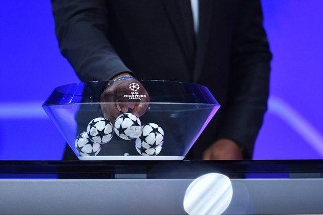 O sorteio dos grupos da Champions League 2021/2022 vai acontecer nesta quinta-feira, às 13h (de Brasília), em Istambul (TUR). Os 26 clubes previamente classificados para a fase de grupos se unem aos seis vencedores dos playoffs. Os times estarão divididos em quatro potes e clubes do mesmo país não podem se enfrentar. Confira os potes!
