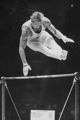 O soviético Boris Shakhlin é o maior medalhista de ouro individual da ginástica entre homens. Ele faturou seis insígnias douradas entre 1956 e 1964 (no total, levou 13 medalhas)