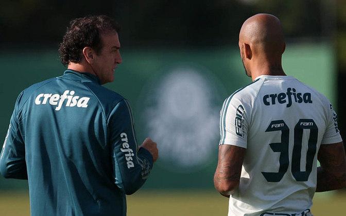 O técnico Cuca se desentendeu com o volante Felipe Melo, no ano de 2018, em sua segunda passagem pelo Palmeiras. Após discussões no vestiário, entrevistas concedidas e até mesmo áudios vazados, o treinador deixou o clube.