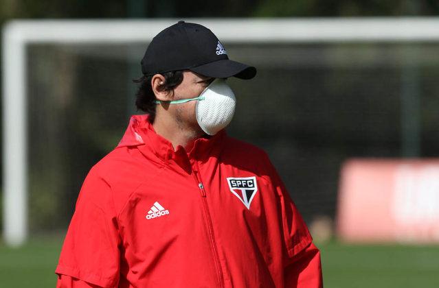 O técnico Fernando Diniz e todos os outros membros da comissão técnica usaram máscara durante todo o período de atividades. Os únicos livres desta obrigação são os jogadores.