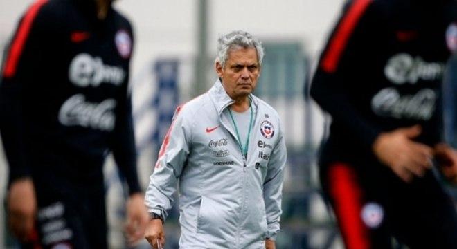 O técnico Reinaldo Rueda topou a oferta da Associação Nacional de Futebol Profissional e reduziu seu salário na seleção chilena. Além dele, o restante da comissão técnica também teve alterações.
