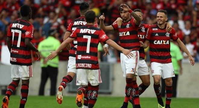 591c370df3 Flamengo goleia Sport por 4 a 1 e segue líder do Brasileirão ...