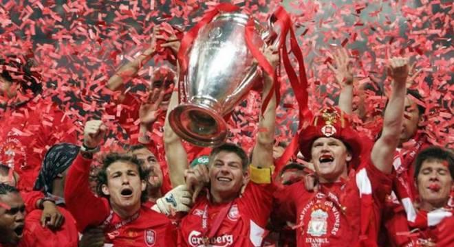 Time inglês com mais títulos da Liga dos Campeões, com cinco no total, o Liverpool é apenas o terceiro clube que mais chegou à fase de quartas de final neste século. Os Reds foram para esta fase seis vezes (2017/18; 2008/09; 2007/08; 2006/07; 2004/05; 2001/02); Foram campeões em 2004/05 e vices em 2006/07 e 2017/18. (Foto: AFP)