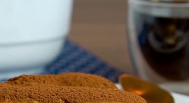 O Tiramisu tem uma receita mais elaborada. São necessárias gemas de ovos, licor de chocolate, café bem forte, açúcar de confeiteiro, chocolate meio amargo, mascarpone, creme de leite, biscoito de champanhe e chocolate ralado.