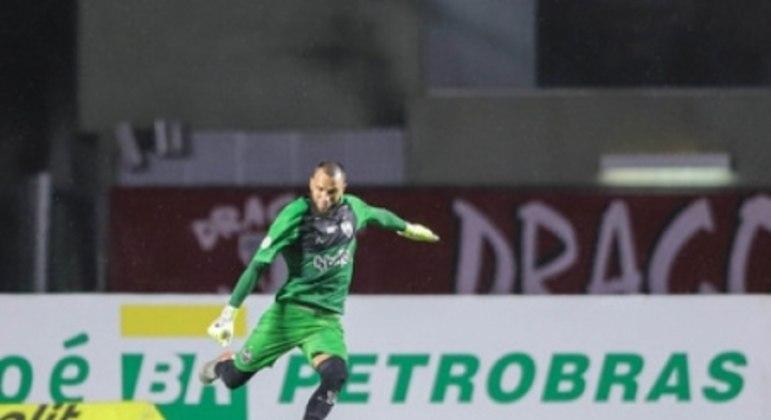 O treinador do Galo saiu em defesa de Everson após a derrota para o Tricolor