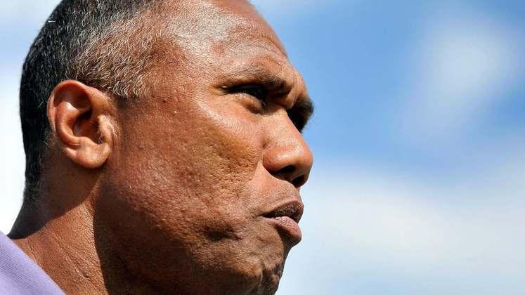 O treinador era Antoine Kombouaré (francês) - 47 anos - atualmente no Nantes (FRA)