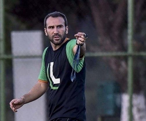 O treinador português Sérgio Vieira foi anunciado como novo treinador do América Mineiro em 2016 e foi o último gringo no comando do Coelho.