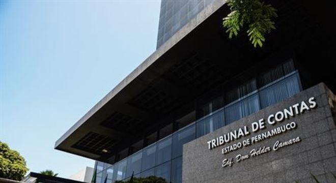 O Tribunal de Contas do Estado de Pernambuco vem fiscalizando as unidades montadas para o tratamento de pacientes com Covid-19