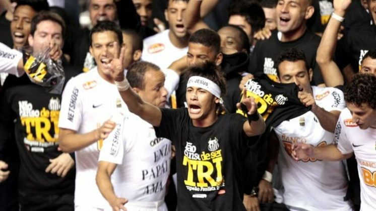 O tricampeonato paulista do Peixe foi conquistado após o Santos vencer o Guarani na decisão. Nos dois jogos da final, o Alvinegro não tomou conhecimento do Bugre e garantiu o seu terceiro título consecutivo do estadual.