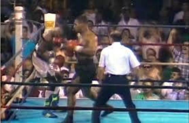 O triunfo sobre Marvis Frazier, no dia 26 de julho de 1986, se notabilizou como a mais rápida vitória por nocaute da carreira de Tyson, com duração de apenas 30 segundos