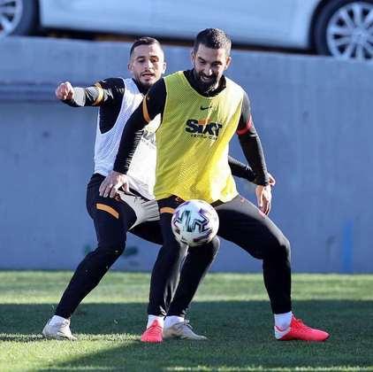 O turco Arda Turán, ex-Barcelona, tem 34 anos e contrato com o Galatasaray até junho de 2021.