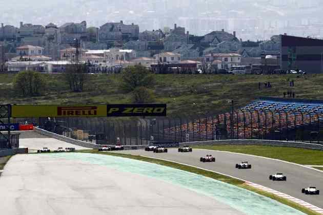 O último GP da Turquia foi disputado em 2011. Desde então, o agradável circuito turco é lembrado com carinho por fãs e agora volta a receber uma etapa da F1. Veja como foi e quem estava no grid de 2011