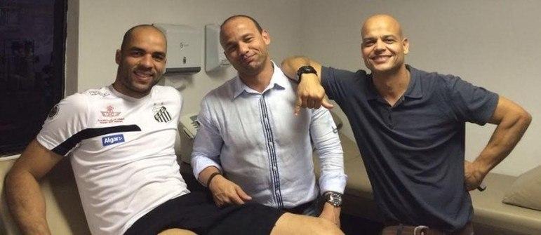 O último jogo de Alex no Santos foi na Vila Belmiro, mas com derrota diante do Cruzeiro, que detinha o título brasileiro de 2003. O jogo foi disputado no dia 2 de maio de 2004 e válido pela quarta rodada do Brasileirão daquele ano, que terminaria com o Peixe campeão. Alex foi negociado com o Chelsea (ING), mas emprestado ao PSV Eindhoven (HOL), logo de cara. Em 2016, retornou ao Santos para tratar de uma lesão, mas por conta dela decidiu se aposentar.
