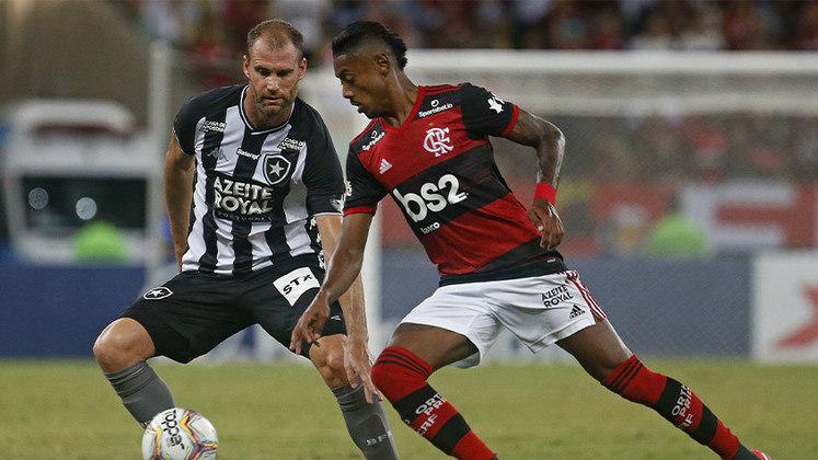 O último jogo de Carli na primeira passagem do Botafogo, no dia 7 de março de 2020. foi contra o Flamengo