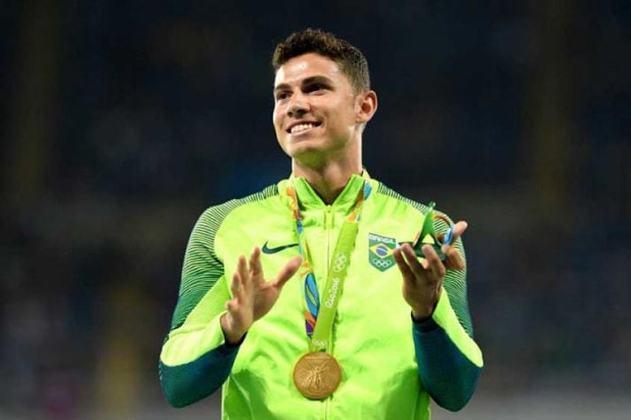 O único brasileiro desta seleta lista é Thiago Braz. Na conquista da medalha de ouro nos Jogos do Rio de Janeiro, em 2012, o atleta registrou a marca de 6,03 metros no salto com vara.