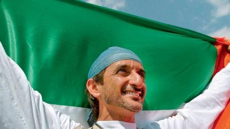 O único ouro olímpico da história dos Emirados Árabes Unidos aconteceu nos Jogos de 2004, em Atenas. Ahmed Al Maktoum venceu no tiro esportivo categoria fossa olímpica dublê.