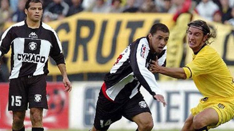 O uruguaio Carlos María Morales encerrou sua carreira no Montevideo Wanderers e atuou com seu filho, Juan Manuel Morales no clube local.