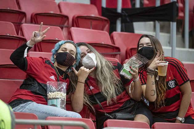 O uso de máscara era obrigatório e foi respeitado pela maioria dos presentes.