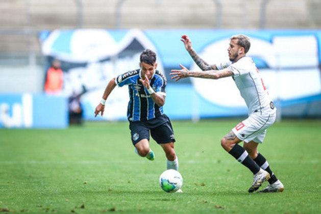 O Vasco parece que não entrou em campo. Neste domingo, o Cruz-Maltino perdeu para o Grêmio por 4 a 0, na Arena, pela 24ª rodada do Campeonato Brasileiro. A equipe comandada por Ricardo Sá Pinto não mostrou repertório ofensivo e ainda cometeu vacilos defensivos.