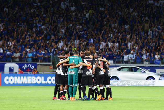 O Vasco passou vexame na Libertadores 2018, após somar apenas cinco pontos e anotar somente três gols, ficando em terceiro do grupo, seis pontos atrás do segundo colocado