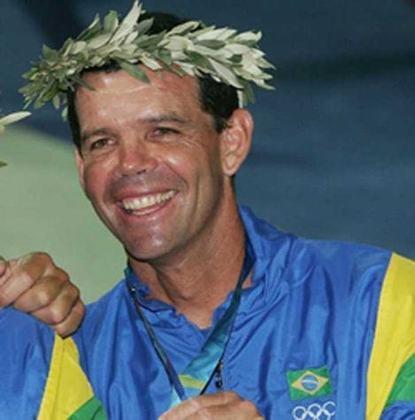 O velejador Torben Grael também tem seis participações olímpicas: Los Angeles 1984, Seul 1988, Barcelona 1992, Atlanta 1996, Sidney 2000 e Atenas 2004. Ganhou dois ouros, duas pratas e uma bronze
