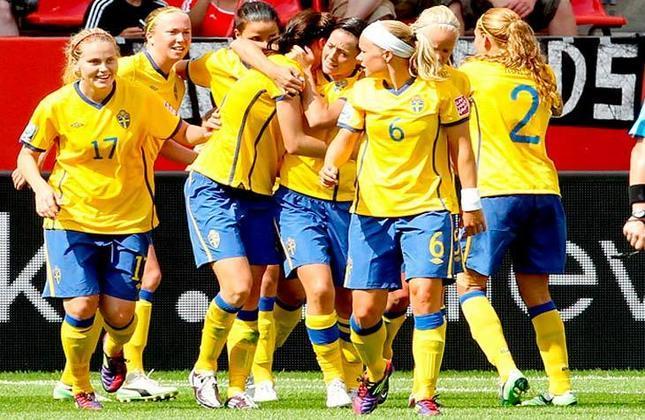 O verde e amarelo também trouxe sorte para a Suécia, que ganhou de 3 a 0 os EUA no futebol feminino