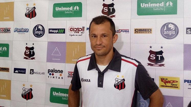 O versátil CORRÊA, que tem passagens por Palmeiras, Atlético-MG, Flamengo e Portuguesa, hoje tenta ajudar o Ituano a ir além da Série C.