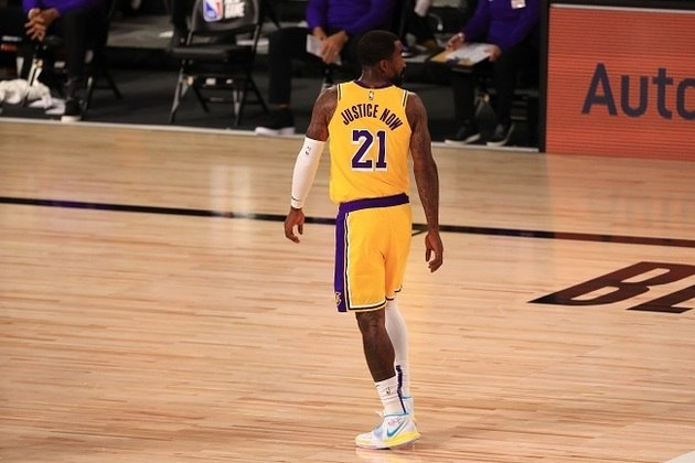 O veterano J.R. Smith (Los Angeles Lakers) fez sua estreia pela equipe californiana na noite desta quinta-feira. O ex-jogador do Cleveland Cavaliers ficou em quadra por apenas sete minutos e não pontuou