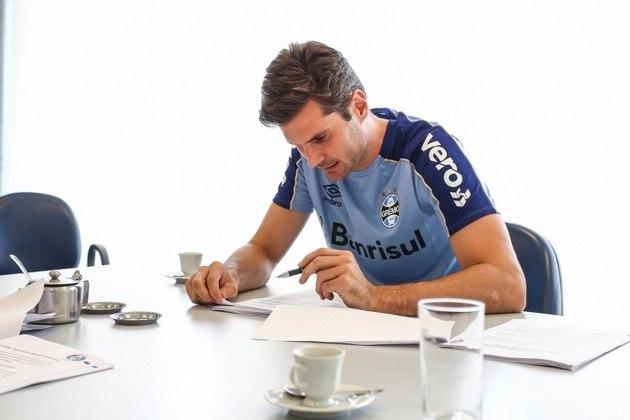 O vínculo do goleiro Julio César com o Grêmio chegou ao fim e o clube optou por não renovar