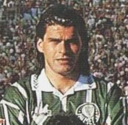 O volante argentino Mancuso foi campeão da Copa América em 1993 e chegou no Palmeiras em 95. Porém, foi no Flamengo onde ele fez mais sucesso, sendo campeão carioca de 96.