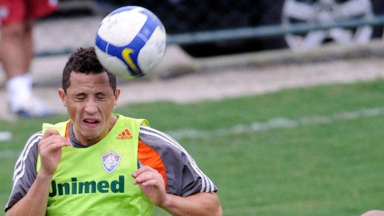 O volante DIOGO OLIVEIRA seguiu no Fluminense até 2011. Depois, passou por Sport, Figueirense, Juventus, Moto Club, Inter de Lages e URT. Após o período de paralisação do futebol brasileiro, foi contratado pelo União Cacoalense para disputar as semifinais do Campeonato Rondoniense.