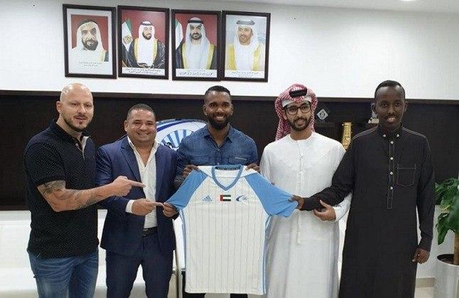 O volante Luiz Antônio foi revelado pelo Flamengo e já passou por Bahia, Sport e Chapecoense. Seu último clube foi o Baniyas, do Emirados Árabes, mas seu contrato terminou.