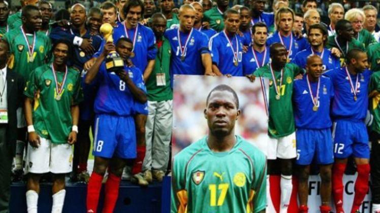 O volante Marc Vivien Foé acabou tendo sua camisa aposentada por dois clubes diferentes. O camaronês faleceu durante uma partida da Copa das Confederações em 2003, e o Manchester City, clube onde atuava, retirou a camisa 23 de circulação. Depois, o Lyon, dono do passe do atleta, aposentou a camisa 17 por um tempo