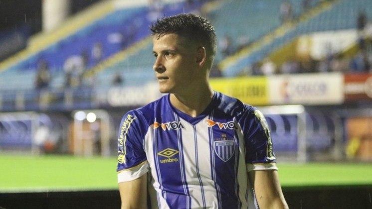 O volante Matheus Barbosa tem 26 anos e foi emprestado ao Cruzeiro. Ele pertence ao Avaí.